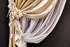 Занавес от Тюль и silk занавеса Стоковая Фотография