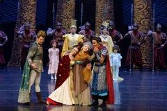 Занавес реюньон-кабеля семьи: ` Шелкового пути ` - ` принцессы былинного ` драмы танца Silk Стоковое Изображение RF