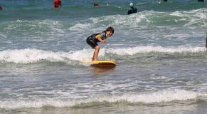 заниматься серфингом жизни Стоковое Изображение RF