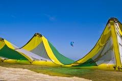 заниматься серфингом змея 2 пляжей Стоковые Фотографии RF