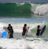заниматься серфингом океана Стоковая Фотография