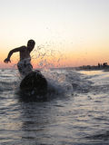 заниматься серфингом пляжа Стоковое Изображение RF