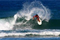 заниматься серфингом прибоя Гавайских островов конкуренции Стоковые Фото