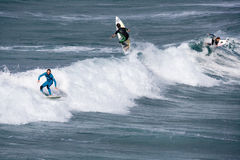 заниматься серфингом cornwall Англии newquay стоковые изображения