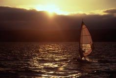 занимаясь серфингом ветер Стоковые Фотографии RF