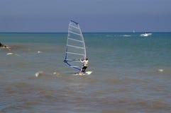 занимаясь серфингом ветер Стоковые Фото