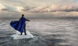 Занимаясь серфингом море на ледяном поле Мультимедиа Стоковые Фотографии RF