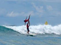 занимаясь серфингом тандем Стоковые Изображения RF