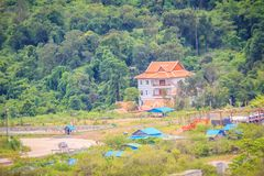 Заново здание на мамах Chong Arn, вызванный переход границы курортного отеля казино Тайск-Камбоджи (Ses в Камбодже) напротив Ubon стоковые фото