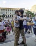 Заново пара гомосексуалиста wed в Висконсине Стоковое Изображение
