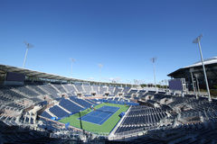Заново построенный стадион трибуны на короле Национальн Теннисе Центре Билли Джина готовом для США раскрывает турнир в топить, NY Стоковые Фотографии RF