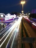 Занятая дорога в Дубай стоковые изображения