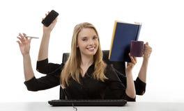 Занятая женщина на ее столе Стоковые Фото