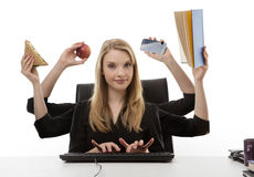 Занятая женщина на ее столе Стоковые Фотографии RF