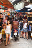 Занятая улица рынка в Бангкоке, Таиланде Стоковые Изображения