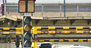 занятое городское движение 4k & светофор, фарфор видеоматериал