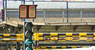 занятое городское движение 4k & светофор, фарфор сток-видео