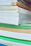 Занятые листы бумаги стоковые изображения rf