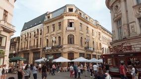 Занятый городской город Бухареста в городке Lipscani старом Румынии сток-видео