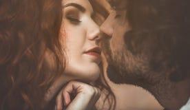 Запальчиво пары выражая их нежные чувства Стоковое Изображение RF