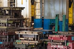 Запасные компоненты в мастерской собрания завода Стоковые Фотографии RF