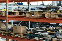 Запасные компоненты в мастерской собрания завода Стоковые Изображения RF