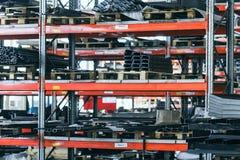 Запасные компоненты в мастерской собрания завода Стоковая Фотография