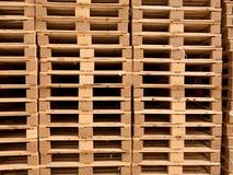 Запас деревянных паллетов евро на транспортной компании Стоковое Изображение RF