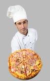 запахи пиццы шеф-повара хорошие стоковые фотографии rf