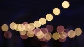 Запачканная гирлянда светов ночи в bokeh Defocused рождество и предпосылка сток-видео