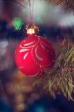 Запачканная игрушка рождества на дереве года, bokeh, мягком фокусе, искусстве предпосылки, author& x27; обрабатывать s Стоковая Фотография