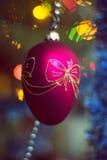 Запачканная игрушка рождества на дереве года, bokeh, мягком фокусе, искусстве предпосылки, author& x27; обрабатывать s Стоковое Изображение RF