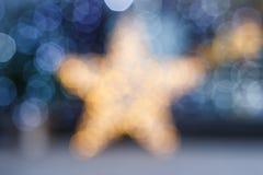 Запачканная предпосылка рождества Звезда золота и голубое расплывчатое освещение Стоковые Изображения