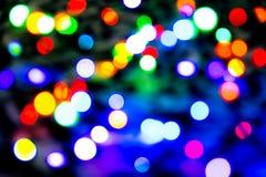Запачканная предпосылка с красочными светами bokeh на темной фиолетовой и голубой предпосылке/запачкала света рождества Стоковые Изображения RF