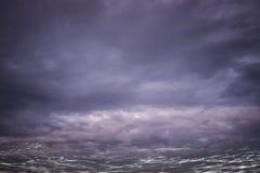 Запачканная темная вода и темное небо Стоковое фото RF