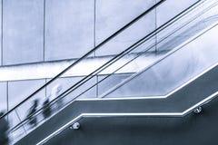 Запачканное движение людей на эскалаторе Стоковая Фотография RF
