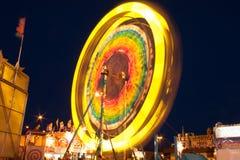 Запачканное колесо Ferris вечером стоковые фотографии rf