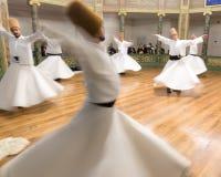 Запачканные завихряясь дервиши практикуют их танец Стоковая Фотография RF