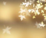 Запачканные золотые листья летая в воздух Стоковое Фото