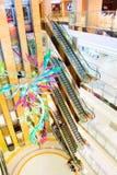 запачканный взгляд покупкы мола общего нутряного лобби сторон главным образом Стоковое Фото