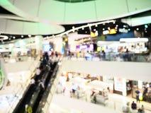 Запачканный интерьер торгового центра Современная концепция здания стоковое изображение rf