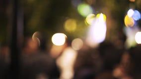 Запачканный музыкальный фестиваль в Toledo Люди двигая вокруг ноча акции видеоматериалы