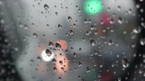 Запачканный, час пик с дождевыми каплями - автомобилями вставленными в заторе движения в Бангкоке акции видеоматериалы