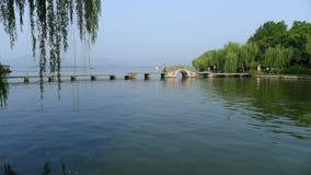 Западное озеро с каменным мостом Стоковое фото RF