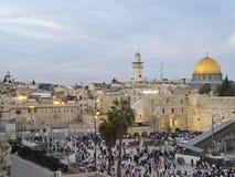 Западные стена и купол утеса на празднике еврейской пасхи Стоковые Изображения RF