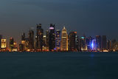 Западный горизонт Дохи залива на сумраке Стоковые Фотографии RF