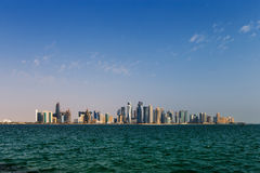 Западный горизонт Bay City Дохи, Катара Стоковая Фотография