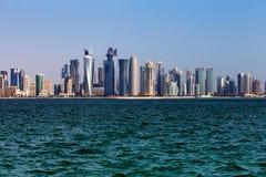 Западный горизонт Bay City Дохи, Катара Стоковые Фотографии RF