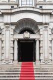 Западный строб здания правительства стиля с красным Ca Стоковые Фотографии RF