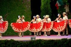 Запальчиво танец в красной и белом Стоковые Фото
